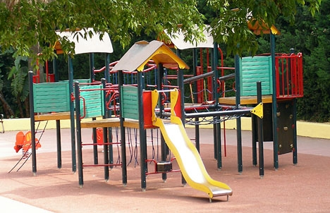 En gungolycka 2 september har väckte debatt och oro för lekparkernas skick i Torremolinos.