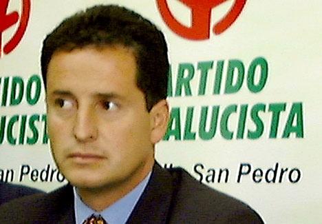 Så här såg Carlos Fernández ut när Sydkusten fotograferade honom 2000. Han uppges dock ha opererat ansiktet efter att han 2006 flytt undan rättvisan.