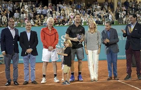 Puente Romano Tennis Club fylldes ännu ett år för att se flera klassiska tennisstjärnor i Senior Masters Club. Foto: C.Vela