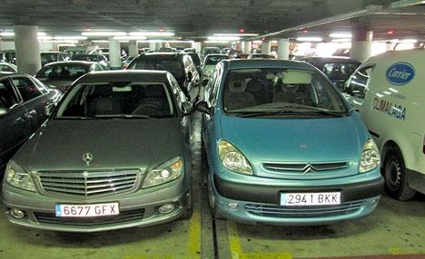 De gripna misstänks ha länsat minst tre bilar och ett parkeringskontor i Marbella.