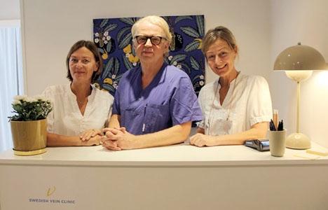 Sjuksköterskorna Susanne Malmros-Lindholm och Annika Wolfbrandt samt hjärtkärlkirurgen Gunnar Svensson tar emot på nya Swedish Vein Clinic, på Centro Comercial Plaza.