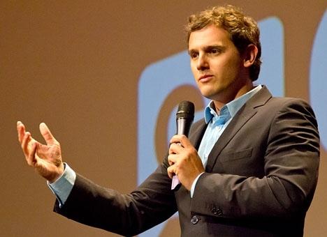 Ledaren för Ciudadanos Albert Rivera är den som gynnas mest i den senaste opinionsundersökningen. Foto: Carlos Delgado/Wikimedia Commons