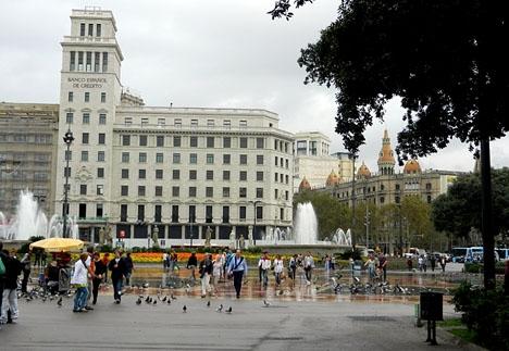 På Barcelonas gator syns inga tecken på att Katalonien varken blivit självständigt eller skulle ha intervenerats.