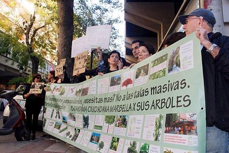 Demonstrationen i Marbella genomfördes efter att träden vid Alonso de Bazán avverkats. Foto: Marbella x sus Árboles