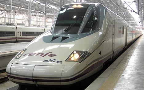 Störningarna i snabbtågstrafiken uppges ha drabbat mer än 10 000 passagerare.