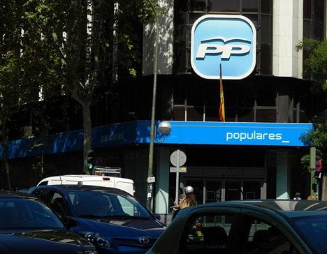 Partido Popular beordrade slå sönder två hårddiskar som tillhörde deras tidigare kassör Luís Bárcenas, före de beslagtogs av domstol.
