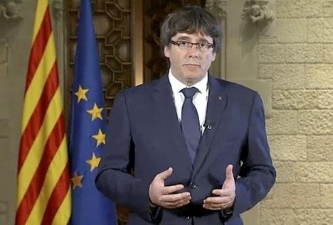 Den avsatte regionalpresidenten Carles Puigdemont vägrar åtlyda interventionen i Katalonien. Foto: LaSexta