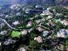 Den som söker en lyxvilla på kusten kan inte få bättre översikt än från en helikopter.