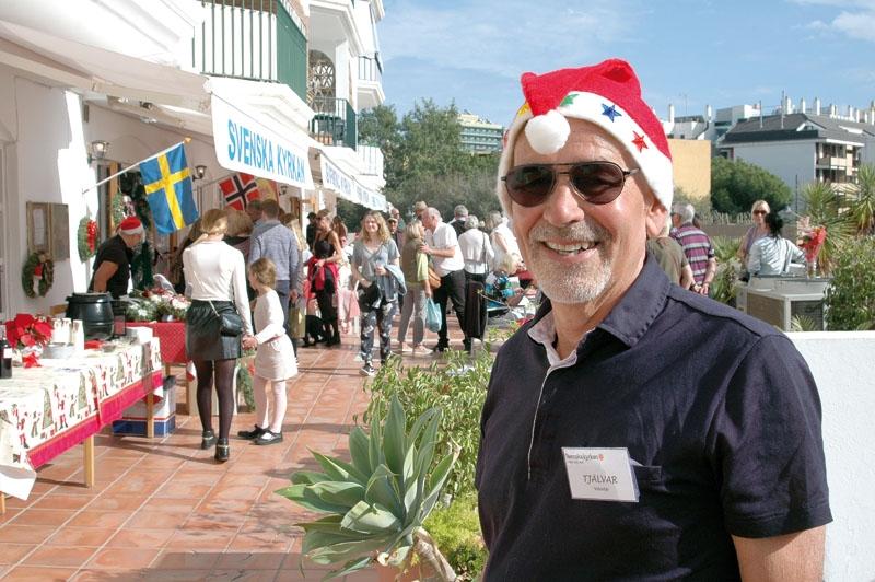 Redan lördag 25 november var det julstämning genom Svenska kyrkans stora basar i Fuengirola. Tjälvar Åslund hälsade alla gäster välkomna i tomteluva och kortärmad tröja, men så var det också cirka 20 grader i solen.