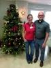 Lena Ottosson och kyrkoherden Mikael Jönsson kunde glädja sig åt en stor uppslutning kring julbasaren. Foto: Svenska kyrkan