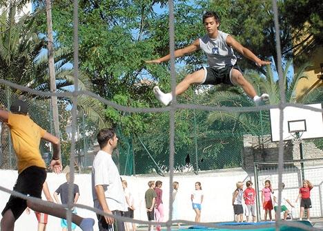 Oljud från skolgymnastik har i två fall lett till dryga böter i Málaga.