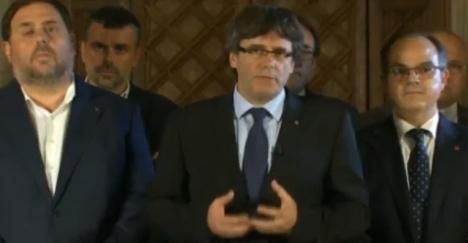 Carls Puigdemont (i mitten) med några av sina tidigare kabinettsråd. Foto: La Sexta
