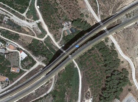 Motorvägsbron över ån Chíllar. Foto: Google Maps