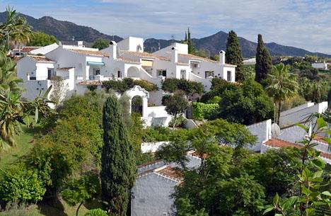De spanska fastighetspriserna har inte stigit så kraftigt sedan 2007. Den sviktade marknaden i Sverige förefaller dock till viss del ha hämmat svenskarnas köpiver även i Spanien.