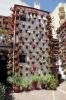 Skönhet kommer före smidighet i Córdoba. Denna fasad är vacker att beskåda men desto mer möddosam att bevattna.