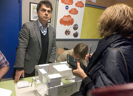 Det rekordhöga valdeltagandet i Katalonien och resultatet styrker att befolkningen är splittrad i två närmast lika stora delar. Foto: Petra S.G