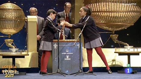 Dragningen av jullotteriet direktsänds som vanligt i spansk tv. Foto: RTVE
