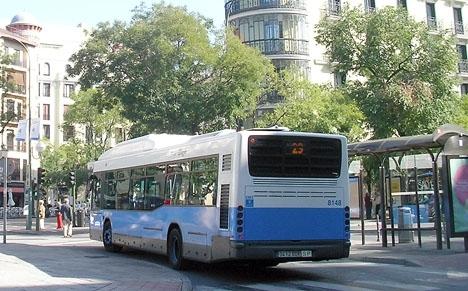 Vätskan spilldes på en linjebuss i Madrid.