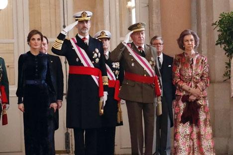 Felipe VI och Juan Carlos I med hustrur vid årets firande av den militära årstiden. Foto: Casa de S.M. el Rey