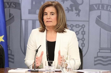 Arbetsmarknadsministern Fátima Báñez undviker obekväma frågor om finansieringen av pensionerna.