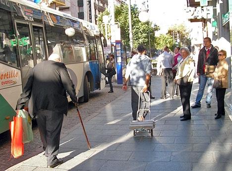 Busshållplats i centrala Marbella.