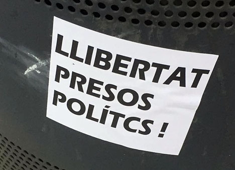 De katalanska separatisterna talar om politiska fångar och kräver att deras häktade kollegor släpps. Foto: Petra S.G