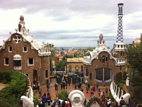 Antalet turister i Katalonien sjönk i december för tredje månaden i rad.