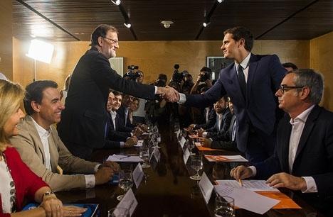 Regeringspakten mellan PP och Ciudadanos hänger på en skör tråd.