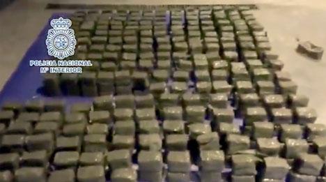 Nationalpolisens egen bild på den beslagtagna narkotikan. Foto: Policía Nacional