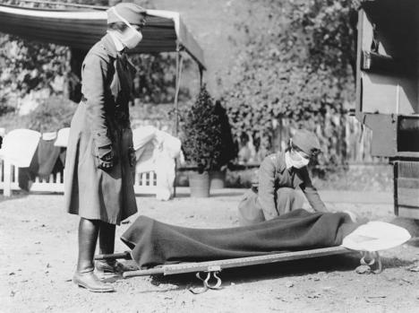 Spanska sjukan startade namnet till trots inte i Spanien. Det pågående första världskriget gjorde dock att ett flertal länder brukade den gällande censuren för att tysta ned sina första sjukdomsfall.