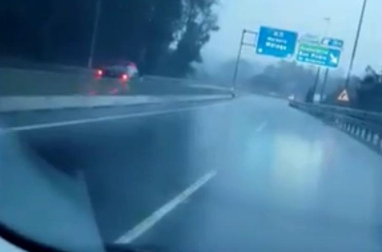 En video fångar vansinnesfärden mellan Cancelada och kommungränsen till Marbella.