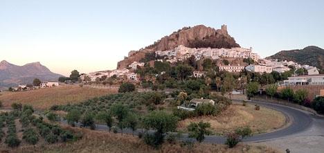 Två personer saknas efter att de besökt La Garganta verde, nära byn Zahara de la Sierra.