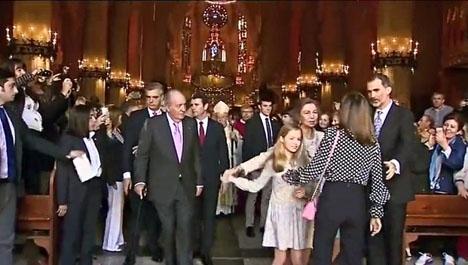 En video visar vad som förefaller vara en konfrontation mellan drottning Sofía, drottning Letizia och kronprinsessan Leonor.