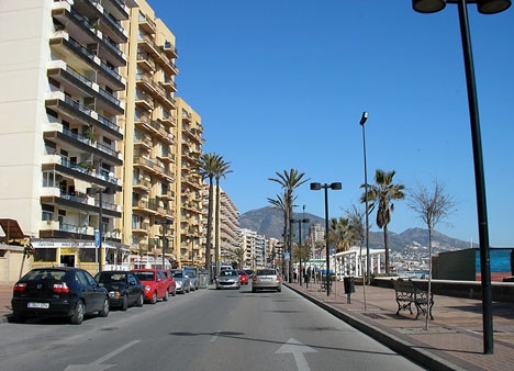 Den gripna 42-åringen misstänks ha brutit sig in i minst sex rum på olika hotell i Fuengirola.