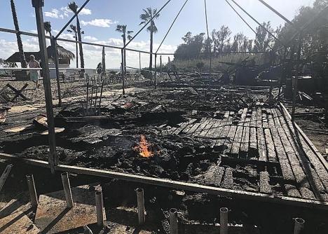 Resterna av Heaven´s Beach Club, bara timmar efter branden.
