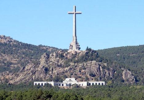 Tusentals offer från inbördeskriget begravdes mot de anhörigas vilja vid Valle de los Caídos.