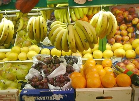 Intäkterna i en fruktbutik i Málaga ska delvis ha gått till att finansiera Daesh.