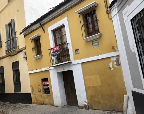Huset, i centrala Sevilla, har stått övergivet en längre tid.