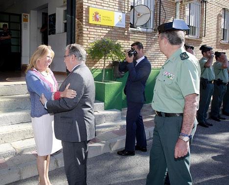 Borgmästaren i Marbella Ángeles Muñoz tar emot inrikesministern Juan Ignacio Zoido. Foto: Ayto de Marbella