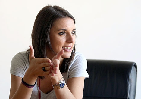 Podemos talman i parlamentet Irene Montero väntar tvillingar med partiledaren Pablo Iglesias. Foto: Marta Jara (eldiario.es)/Wikimedia Commons