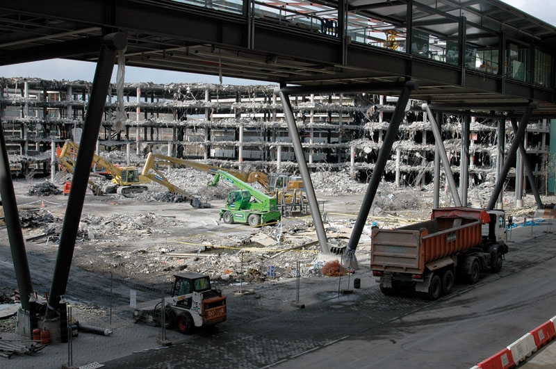 Under 50 års kamp har ETA skördat mer än 850 dödsoffer. Två av dem vid sprängattentatet vid parkeringen till Madrids flygplats 30 december 2006, med vilken terrroristorganisationen även bröt en långvarig vapenvila.