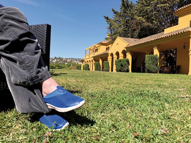 Många skandinaver vill bo livet ut i Spanien, men i den händelse att man behöver ansöka om en offentlig vårdhemsplats är det många byråkratiska hinder på vägen.