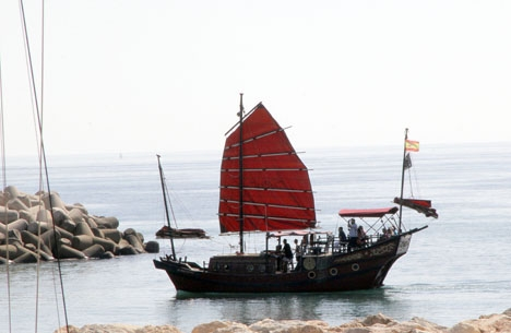 Hela 17 företag erbjuder båtturer av olika slag från Puerto Marina i Benalmádena.