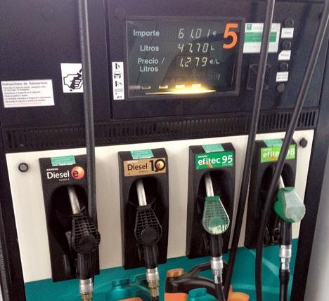 I maj steg bränslepriserna kraftigt, medan de sjönk samma månad förra året.