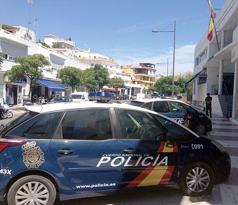 Två nationalpoliser i Marbella har dömts till villkorligt fängelse.