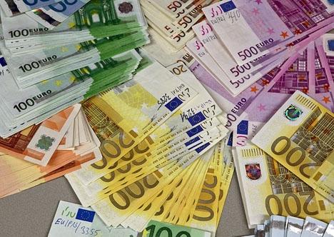 Pengarna var packade i två väskor som fakturerats till Turkiet. Foto: Europol