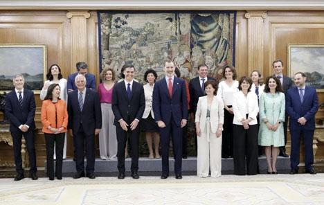Den nya socialistregeringen svor ämbetseden 7 juni inför kung Felipe VI. Foto: Casa de S. M. El Rey