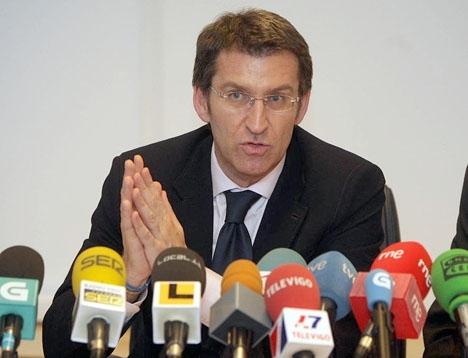 Alberto Núñez Feijóo väljer att sitta kvar som regionalpresident i Galicien med egen majoritet framför att ta över ledningen för ett Partido Popular vars framtid förefaller högst oviss. Foto: Certo Xornal/Wikimedia Commons