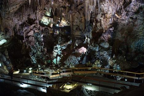 Platsen där fyndet gjorts har varit öppen för besökare i nära 60 år. Foto: Jullit31/Wikimedia Commons