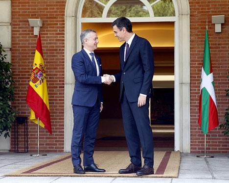 Pedro Sánchez och Íñigo Urkullu behandlade frågan om ETA-fångarna vid sitt möte i presidentpalatset.